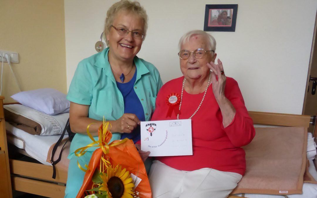 Ruth Schneider ältestes Mitglied im ATSV-Espelkamp ist 100 Jahre
